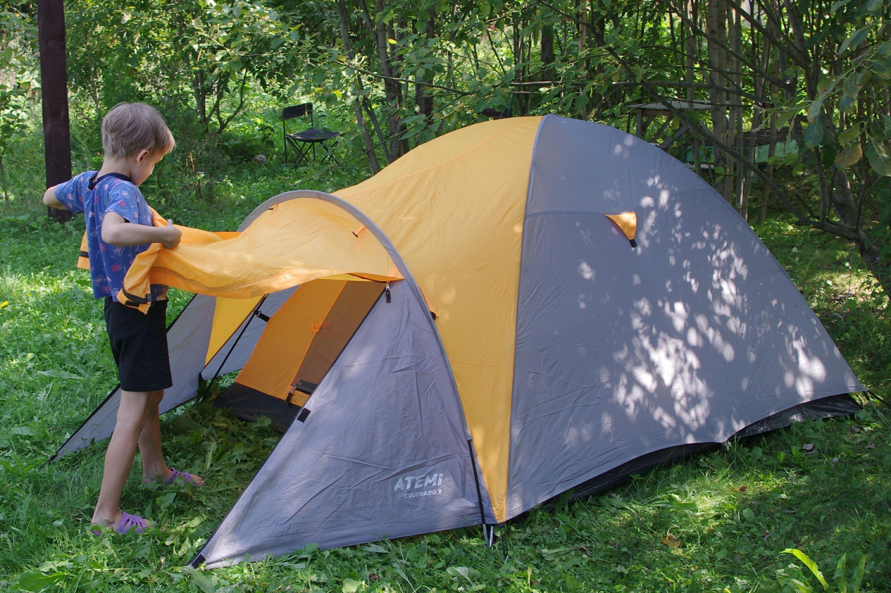 дети в палатке